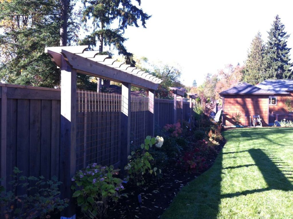 perimeter screen with pergola landscape design