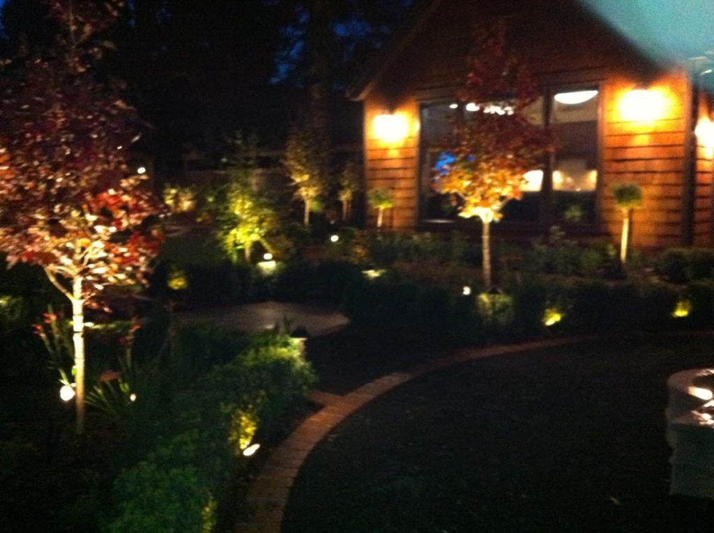 marble fountain and bluestone courtyard landscape lighting 3