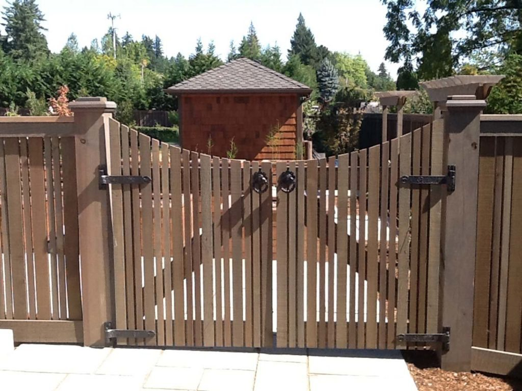 service gate in cedar design