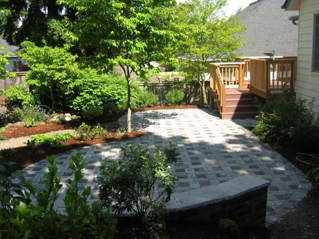 crushed gravel path and patio seat wall salem oregon