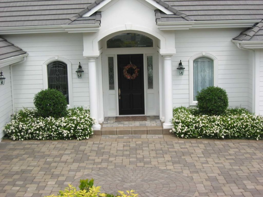 front entry courtyard and driveway in salem oregon
