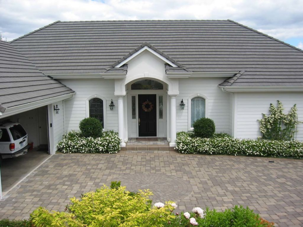 front entry courtyard and driveway in salem oregon 2