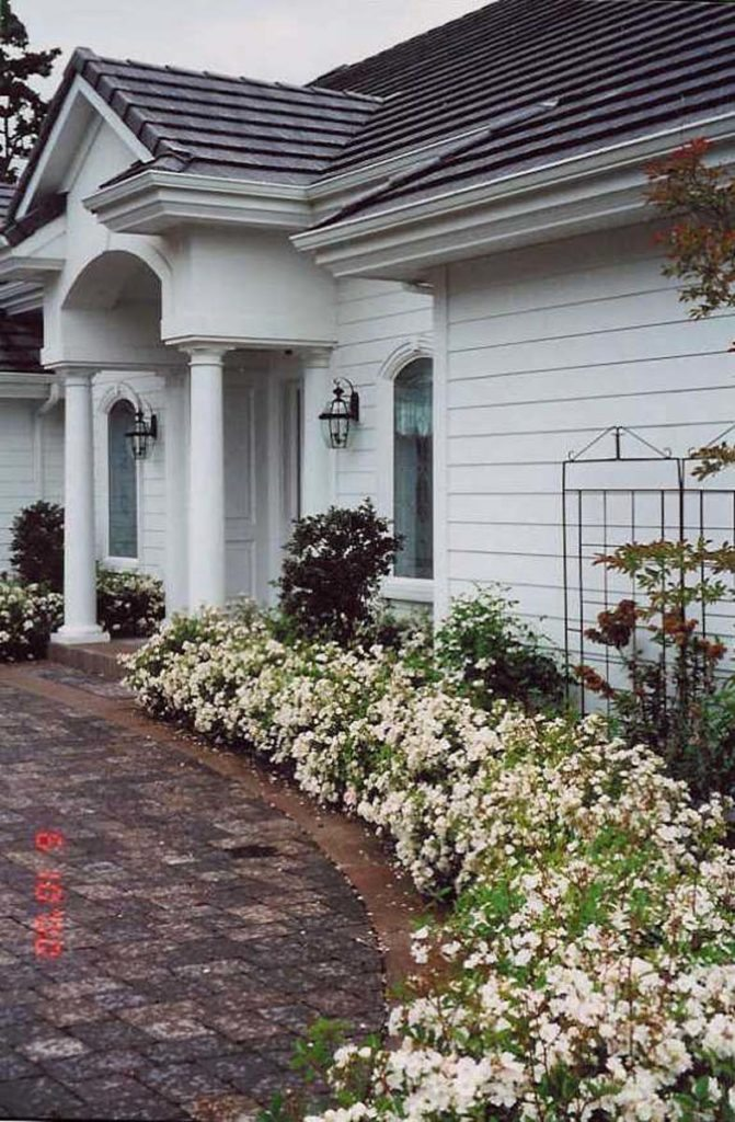front entry courtyard and driveway in salem oregon 5