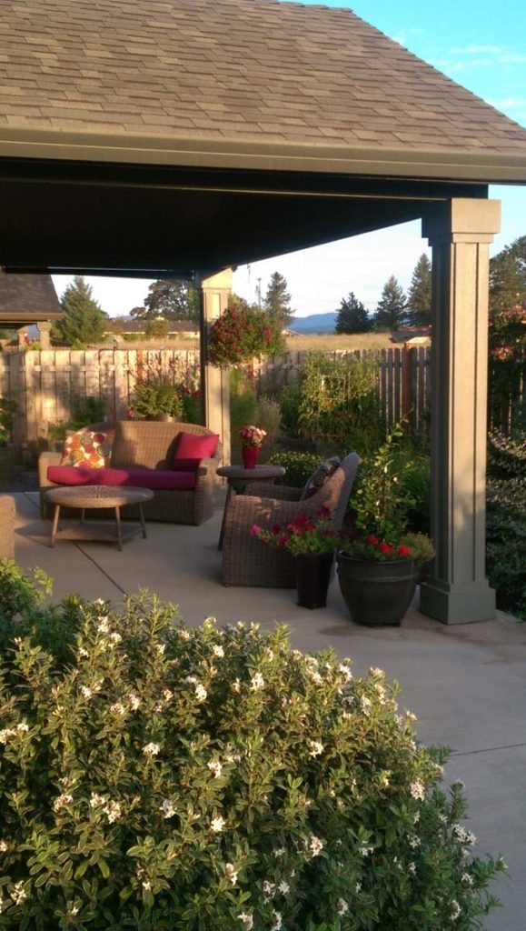 outdoor living with patio furniture in salem oregon
