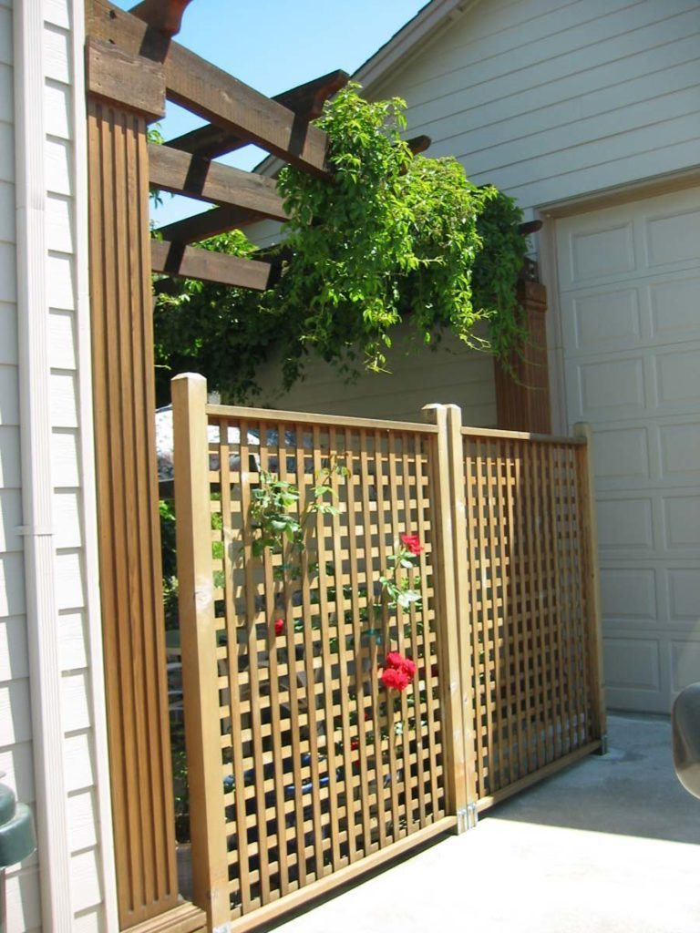 privacy screen trellis with greenery landscape design