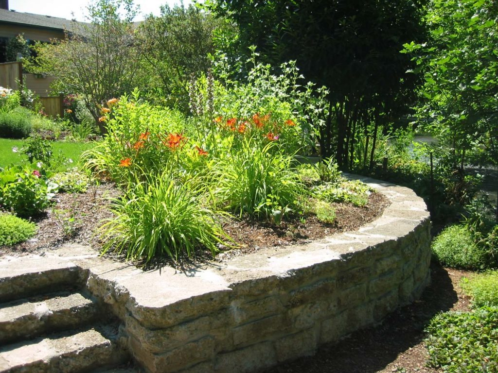 mortared recycled concrete wall landscape design