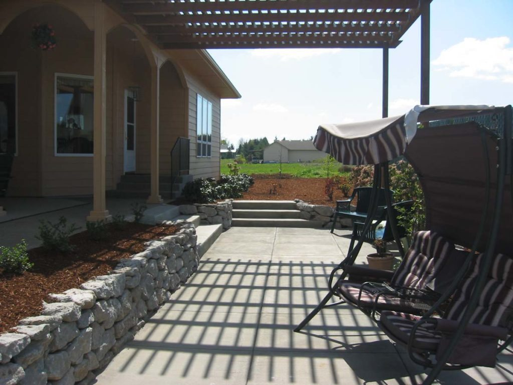 pergola and retaining wall in salem oregon