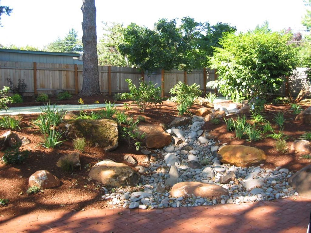 dry stream and boulders in salem oregon