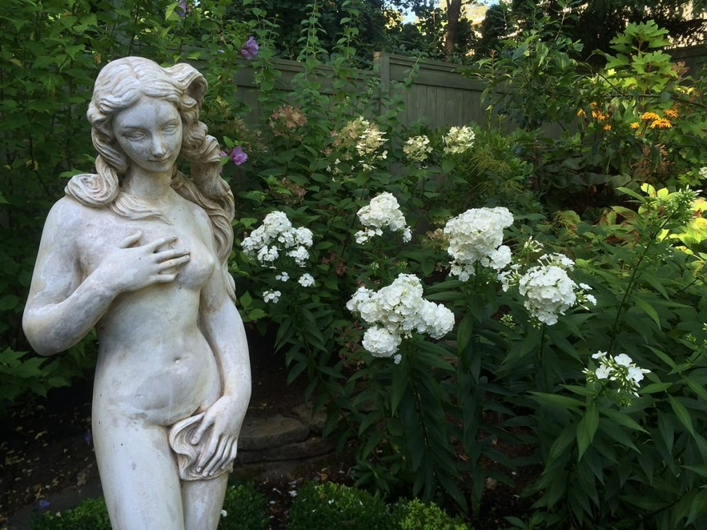 statuary aphrodite with landscape design 4