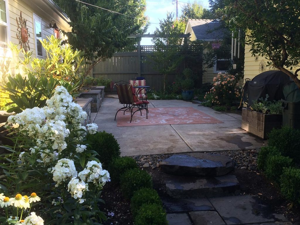 courtyard with outdoor living landscape design 3
