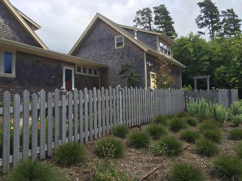 picket fencing in landscape