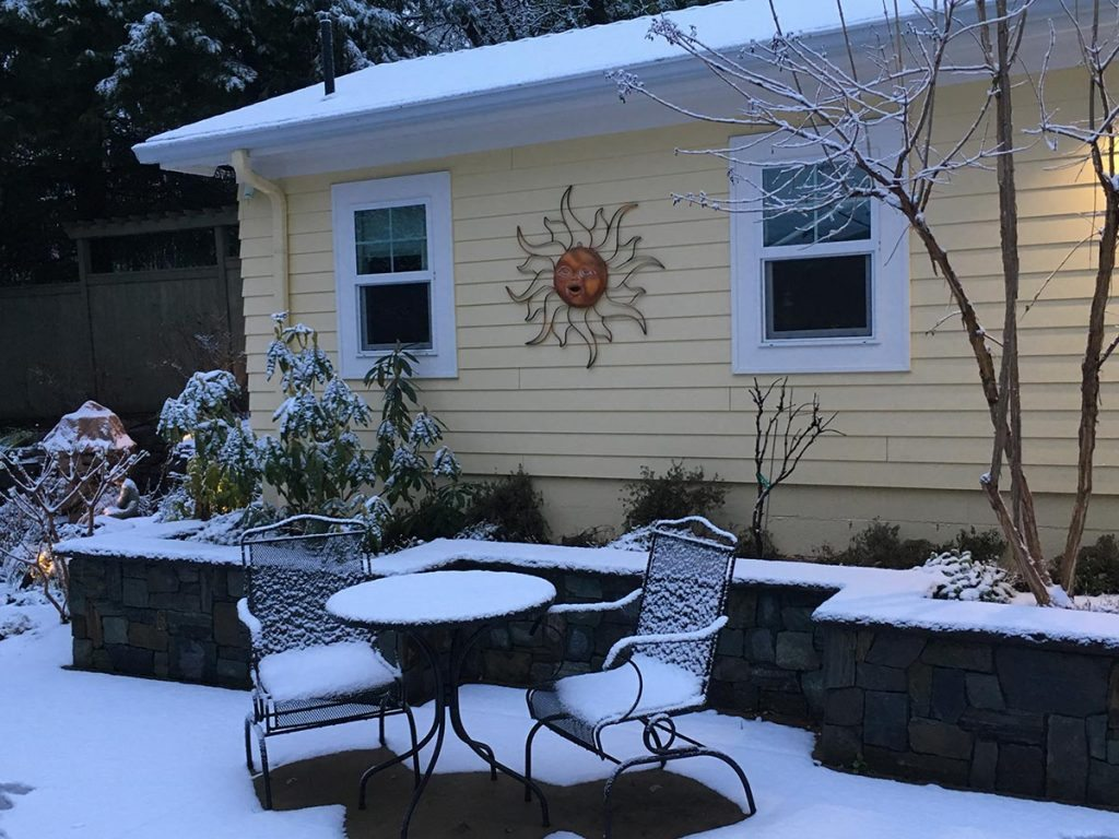 garden seat wall with outdoor living in snow salem oregon