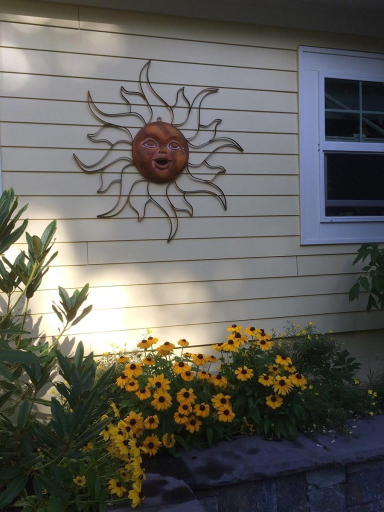 outdoor living and wall art in courtyard in salem oregon