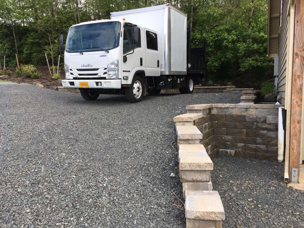 driveways & streetscape with gravel and retaining wall in salem oregon